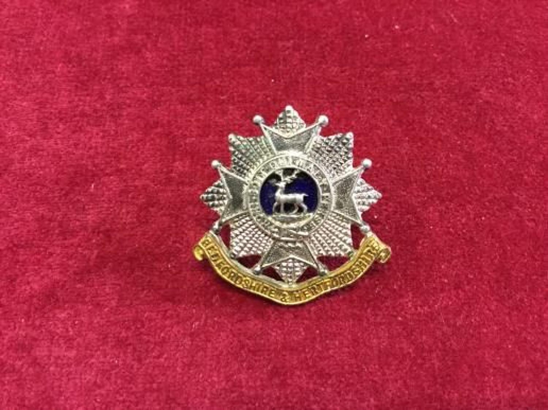 Bedfordshire & Hertfordshire Cap insignia